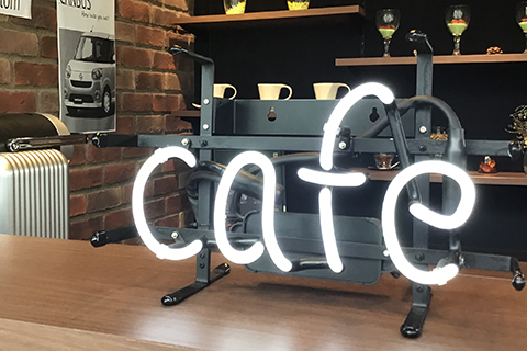 DCafeカウンター